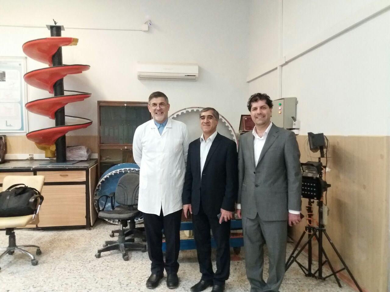 بازدید دکتر علی دهقانی عضو هیات علمی دانشگاه یزد از مرکز تحقیقات فرآوری مواد کاشی گر